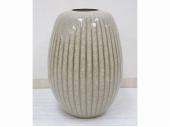 米色瓷花瓶 峯岸勢晃